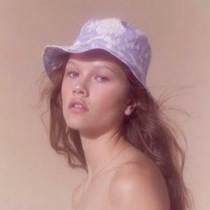 UO LAURA ASHLEY 🖤 FLORAL BUCKET HAT